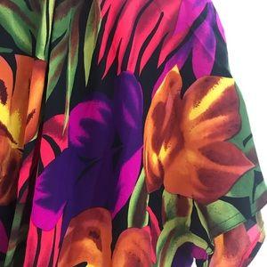 Dresses - Beautiful vintage 100% silk dress